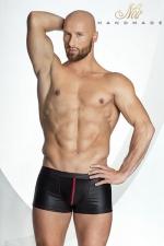Short STRONGER Red Line : Short noir moulant rehaussé de rouge sur les coutures et le zip de la coquille. L'esprit viril.