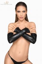 Gants longs faux cuir F213 : Des gants longs en faux cuir mat, avec une finition mitaine qui souligne la beauté des mains.
